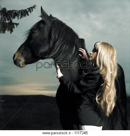دختر زیبا و اسب عکس 33255771 : پارس استاک - شاتر استوک پارسی