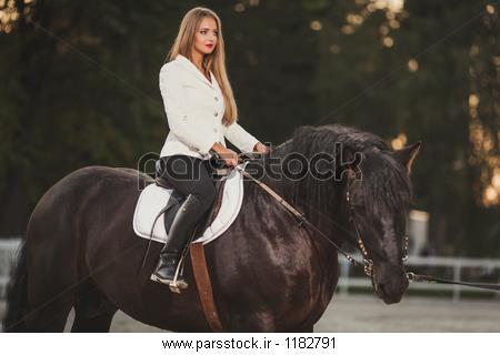 دختر با اسب سیاه و سفید عکس 219770545 : پارس استاک - شاتر ...